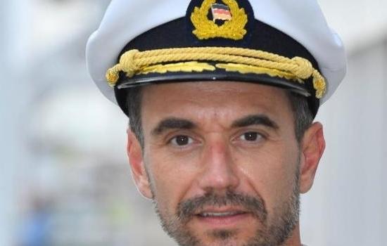 Florian als Kapitein Max Prager – Das Traumschiff